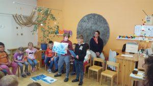Schulkinder zu Besuch im Kindergarten
